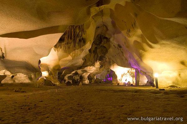 Пещера Орлова Чука 1 hotelrusenskilom.com